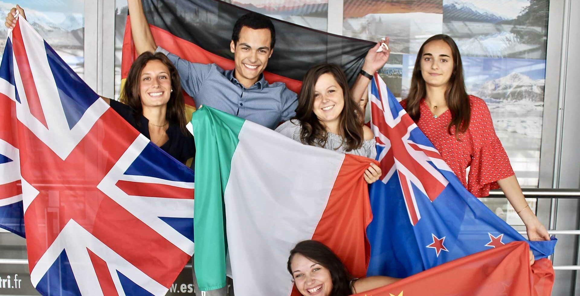 slider étudiants avec drapeaux